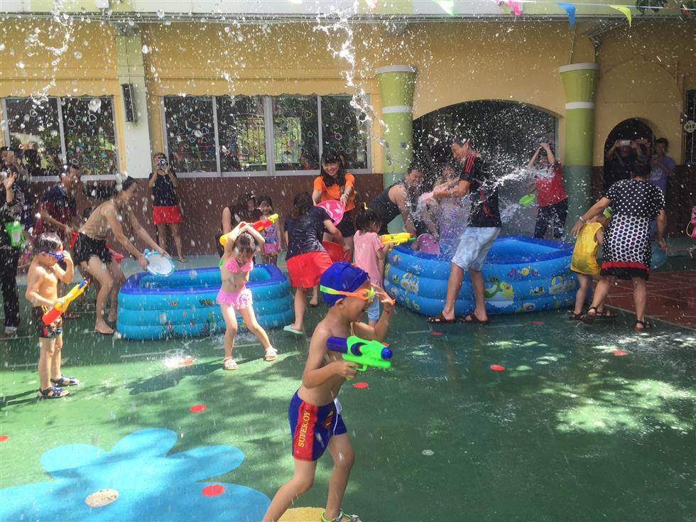 蓓蕾幼儿园第一届泼水节活动