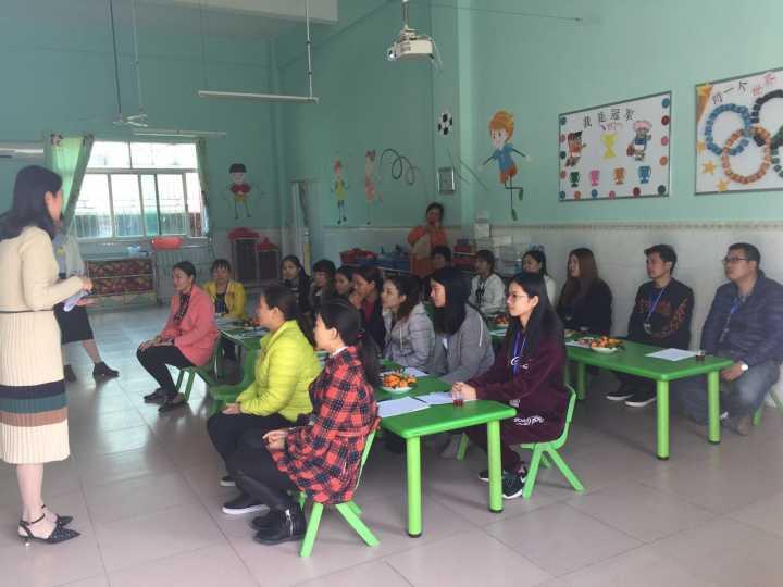 郑园长对新星幼儿园概况及本学期主题活动做了汇报,并认真聆听了家长